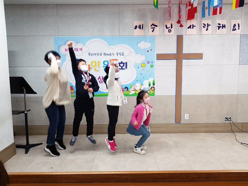 800시상식 후 목장별 포토 타임.jpg